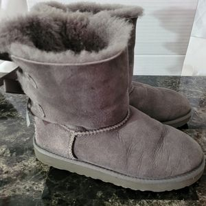 Girls Bailey Bow Gray ugg boots size 4